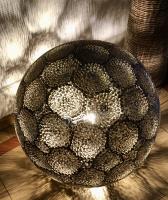 Sphère lumineuse en dentelle de carton